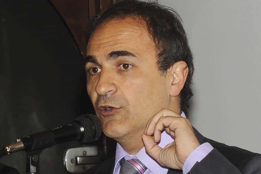 Senador Ricardo Merlo analisa atendimento consular da Itália no Brasil.